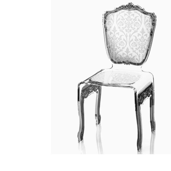 Chaise transparente en plexi baroque for Table et chaise transparente