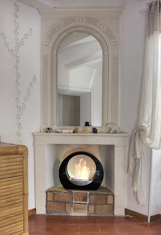 Chemin e thanol en situation d co d 39 int rieur - Deco cheminee interieur ...