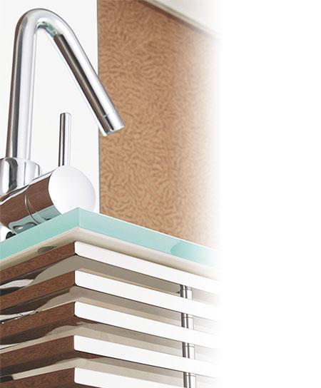 Détails verre et inox chromé sur lavabo Waterlux